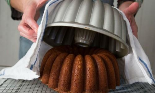 Pişirdiğiniz kek kalıba yapışıyorsa!