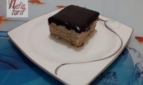 Çikolata Soslu Bisküvili Pasta