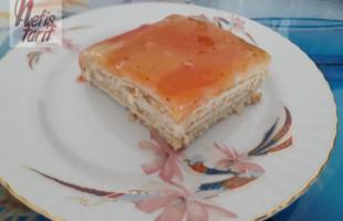 Nefis Meyve Soslu Bisküvili Pasta